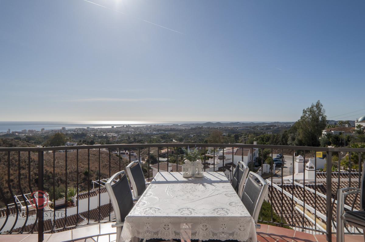 PRICE CUT: ORIGINALLY LISTED 329.000€ RECENTLY REDUCED TO 299.000€ OPEN TO OFFERS.  DUPLEX APARTMENT,Spain