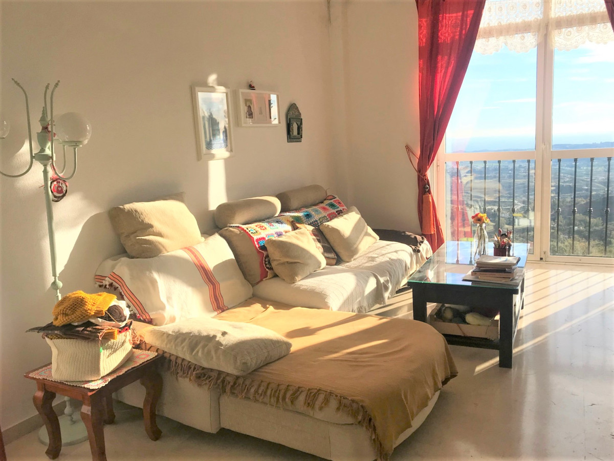 Middle Floor Apartment for sale in Mijas R3557563