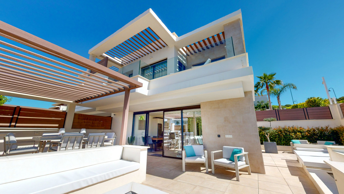 SMART-LUXURY SEMI-DETACHED HOME FOR SALE IN URBANIZATION JARDIANA AZALEA, LA CALA DE MIJAS TOP LOCAT, Spain