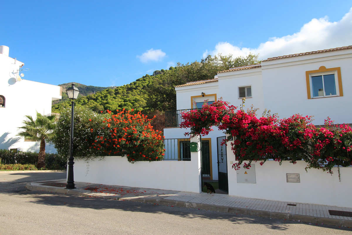 ***** BEAUTIFUL TOWNHOUSE IN MIJAS PUEBLO WITH MOUNTAIN AND SEA VIEWS *****  Breathtaking property l,Spain