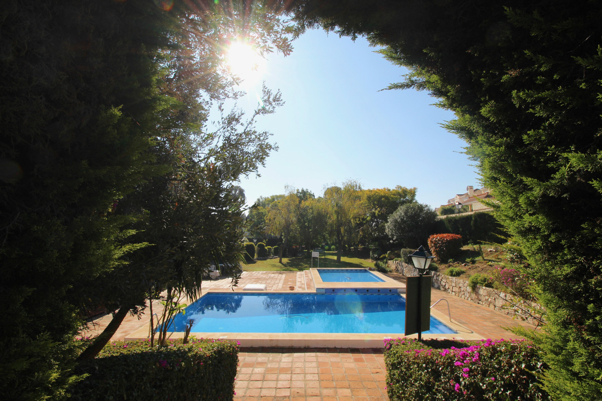 El lagarejo  Total reform project - investment opportunity! Corner townhouse for sale in poor condit,Spain