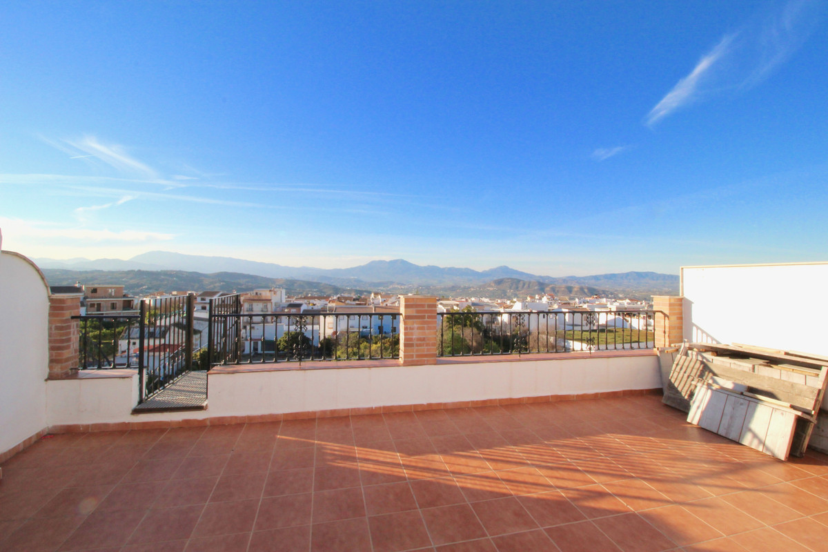 Priced to sell! Amazing unique opportunity in Alhaurin El Grande!  Beautiful duplex apartment of 3 b Spain