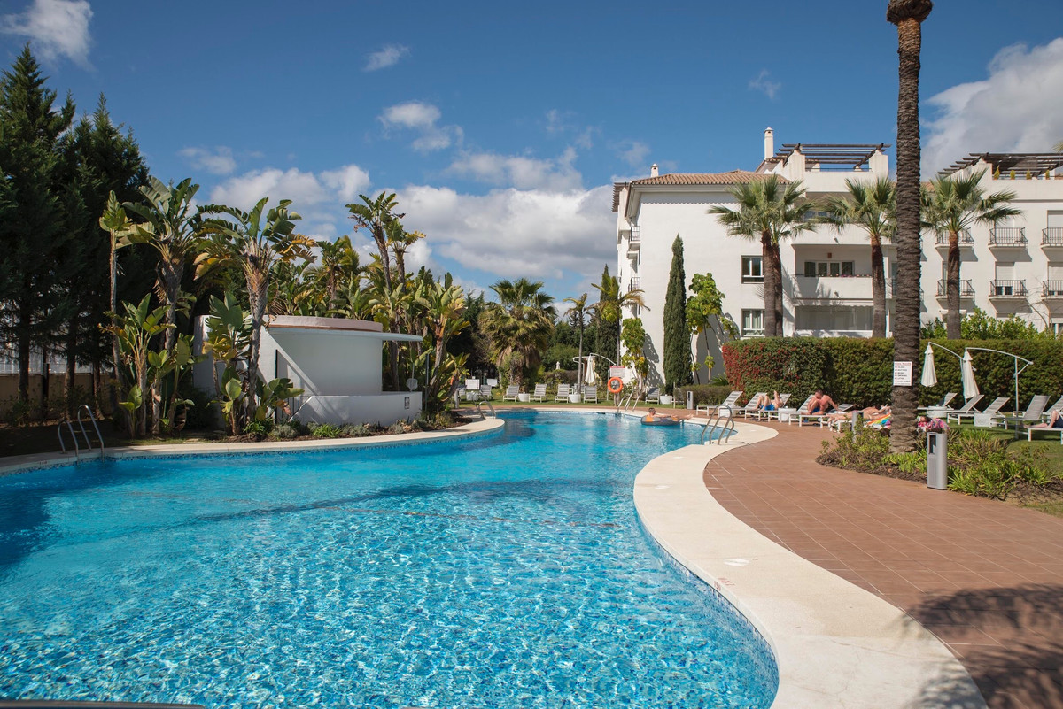 ***** 3 BEDROOMS LUXURY APARTMENT WALKING DISTANCES TO PUERTO BANUS ******   Fantastic 3 Bedroom apa, Spain