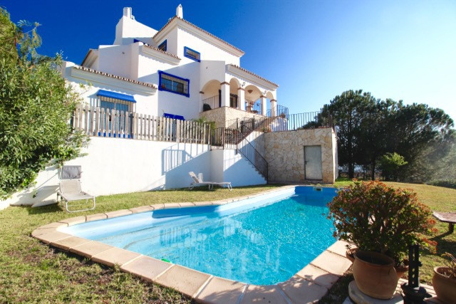 ***** EXCLUSIVE LUXURY VILLA WITH 1.514 m2 PLOT IN URBANIZATION PINK STONES WITH INCREDIBLE VIEWS **, Spain