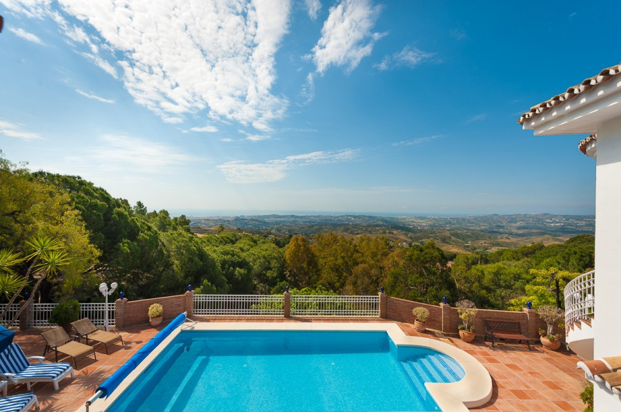 ***** INCREDIBLE OPPORTUNITY!!! STUNNING VILLA WITH PANORAMIC SEA VIEWS IN MIJAS*****  This stunning,Spain
