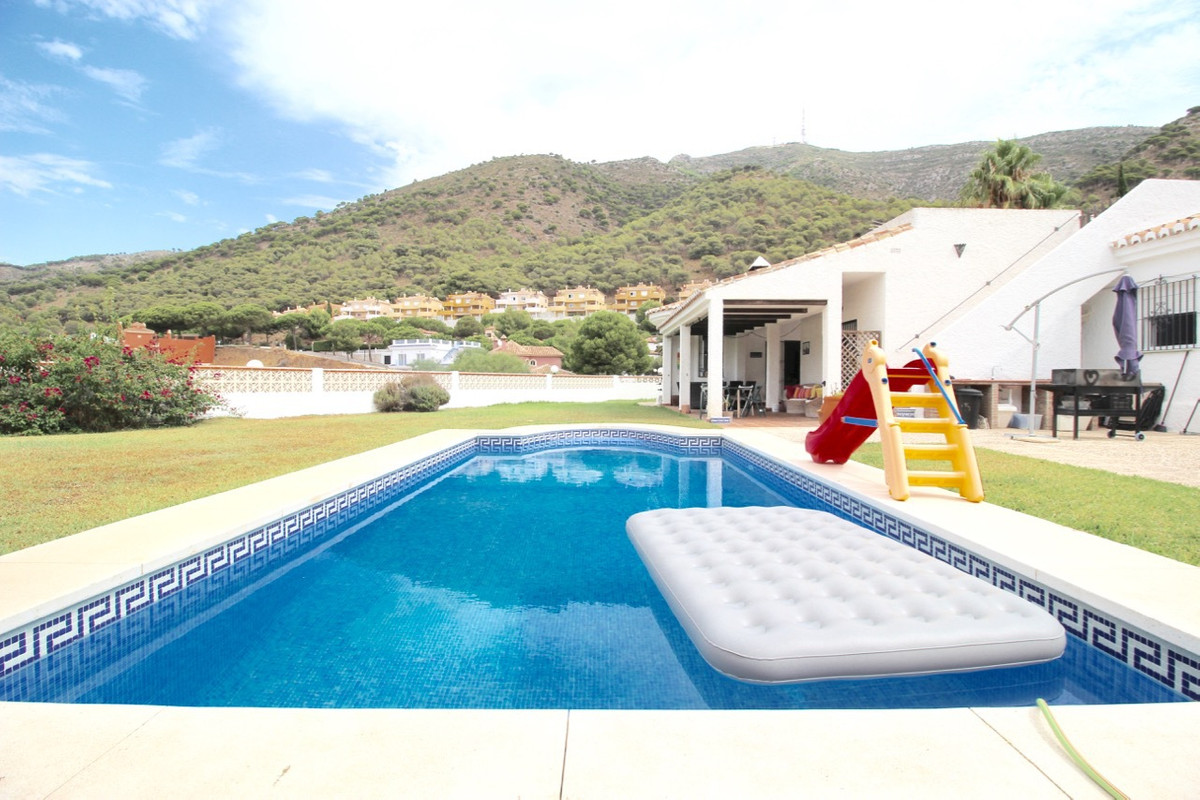 ***** A SPECIAL OPPORTUNITY PRICED VILLA WITH 1.050 M2 OF PLOT *****  The 3 bedroom, 3 bathroom prop, Spain