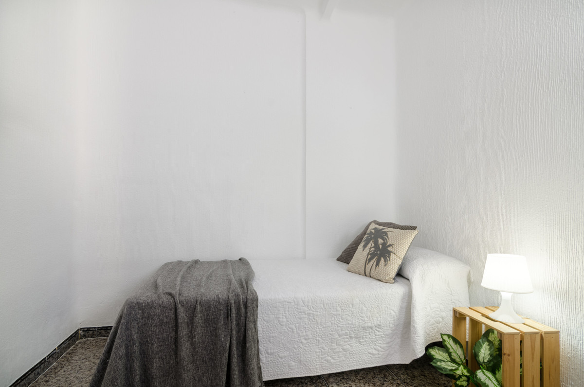 To live downtown and not to be ruined in the attempt. This central apartment is ideal as a first hom,Spain