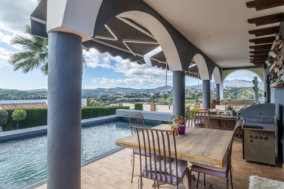 Detached Villa, Mijas Costa, Costa del Sol. 4 Bedrooms, 4 Bathrooms, Built 247 m², Terrace 87 m², Ga, Spain