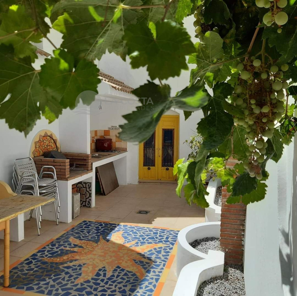 Great house on three levels in the magical environment of Competa. It has a garage, 2 bedrooms, 2 ba, Spain