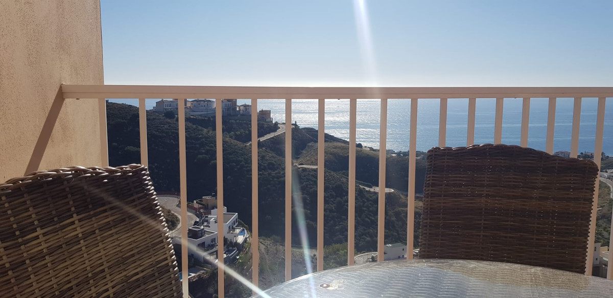 Townhouse between Torrox Costa and Nerja with 4 bedrooms and 4 bathrooms, kitchen, laundry room, lar, Spain