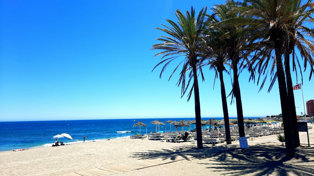 Beautiful apartment with sea views and walking distance to the beach, completely renovated. Set in a,Spain