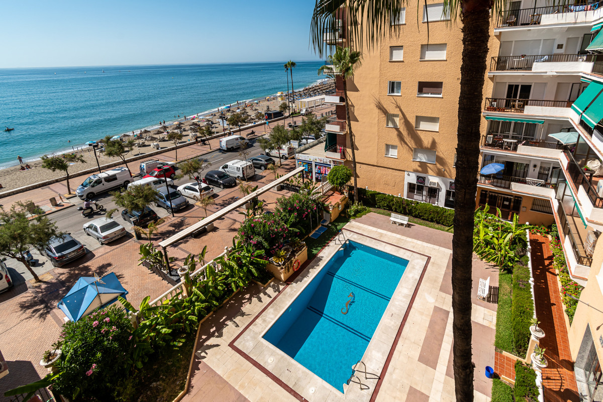 Welcome to this Completely Renovated Apartment on the Seafront in Fuengirola City Centre. The block ,Spain