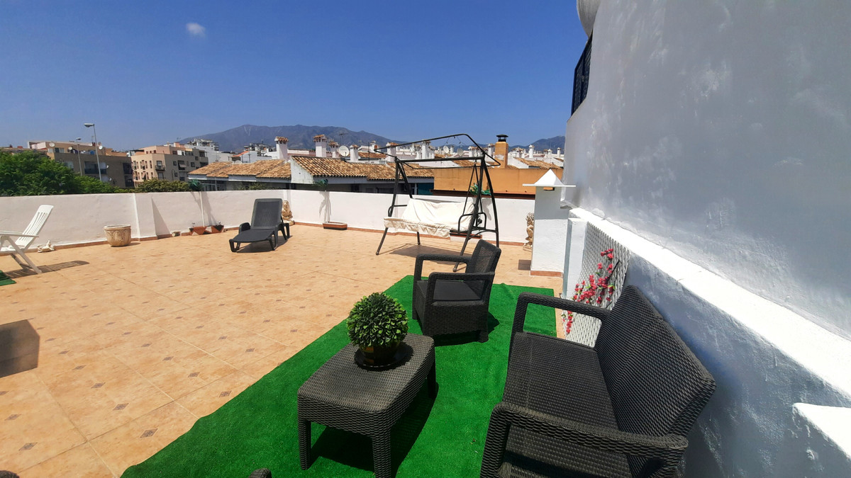 Cozy 1 bedroom penthouse with massive private terrace and sun all day. It is set in Fuengirola, befo,Spain