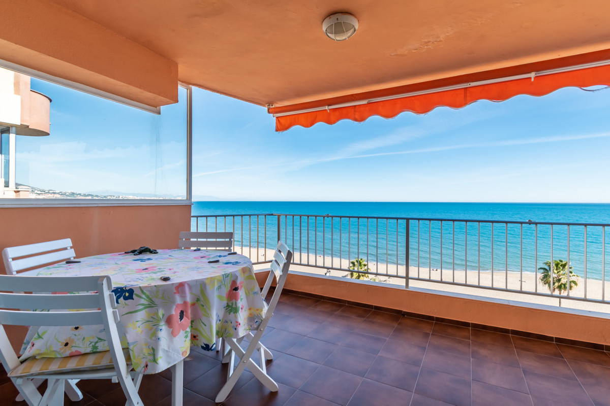 Welcome to this magnificent seafront apartment in Los Boliches, Fuengirola. The block is located on , Spain