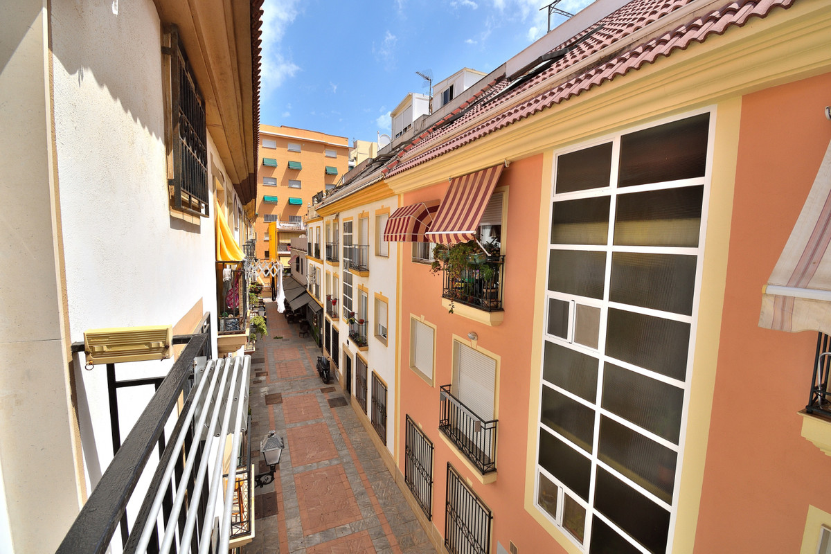 Middle Floor Apartment for sale in Fuengirola R3672830