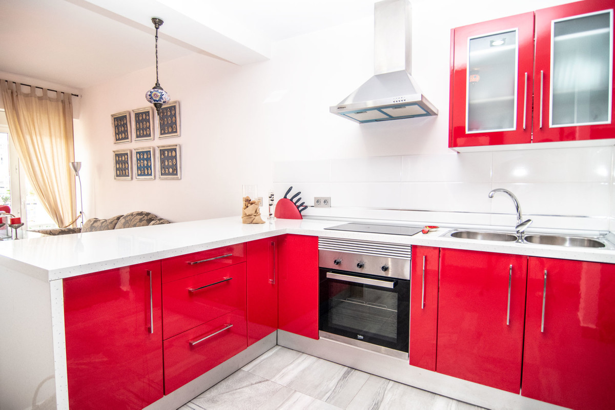 This 2 bedroom apartment has been very tastefully refurbished and is spacious and bright. The open-p, Spain