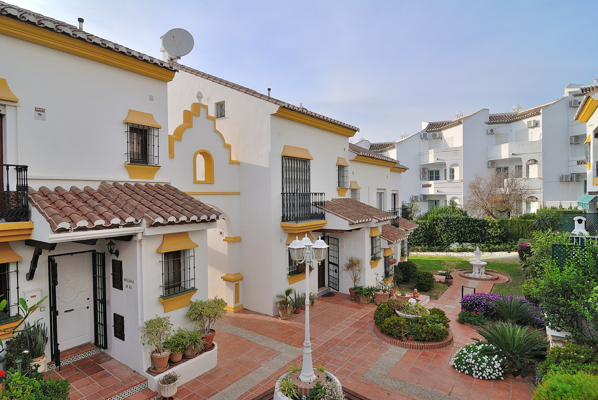 Ground floor apartment located in Mijas Golf in the cozy urbanization Valle Verde. The apartment con, Spain