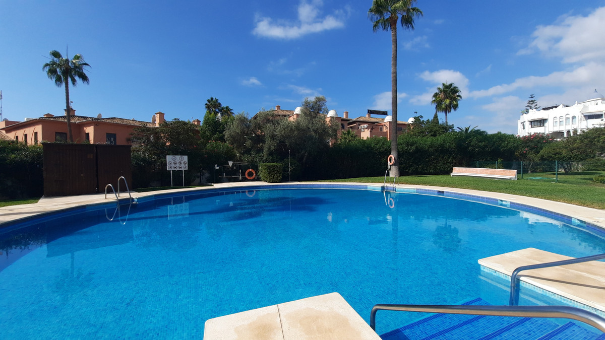 Welcome to this fantastic garden apartment in Calahonda close to El Zoco shopping centre and walking,Spain