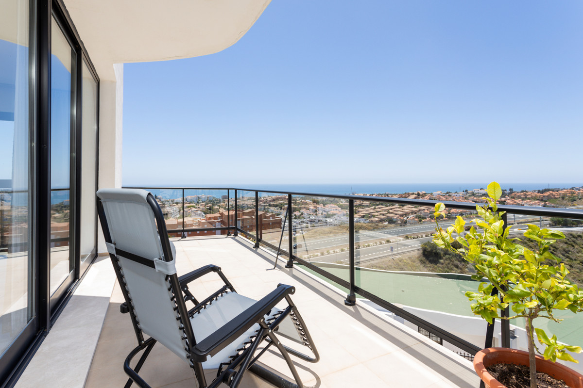 Welcome to this magnificent apartment in Riviera del Sol! If you are looking for a low maintenance p, Spain