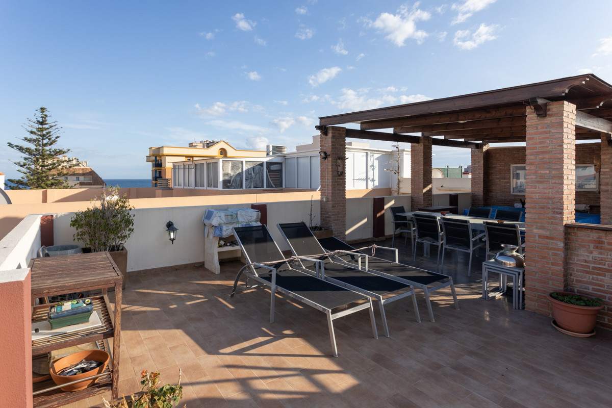 This modern, completely refurbished Penthouse has 3 bedrooms, 2 bathrooms, kitchen and a large livin,Spain