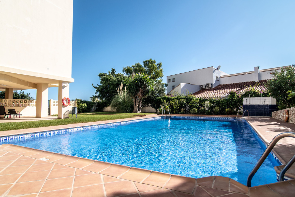 This spacious 1 bedroom apartment is located on the 6th floor in a 7 storey block in upper Torreblan,Spain