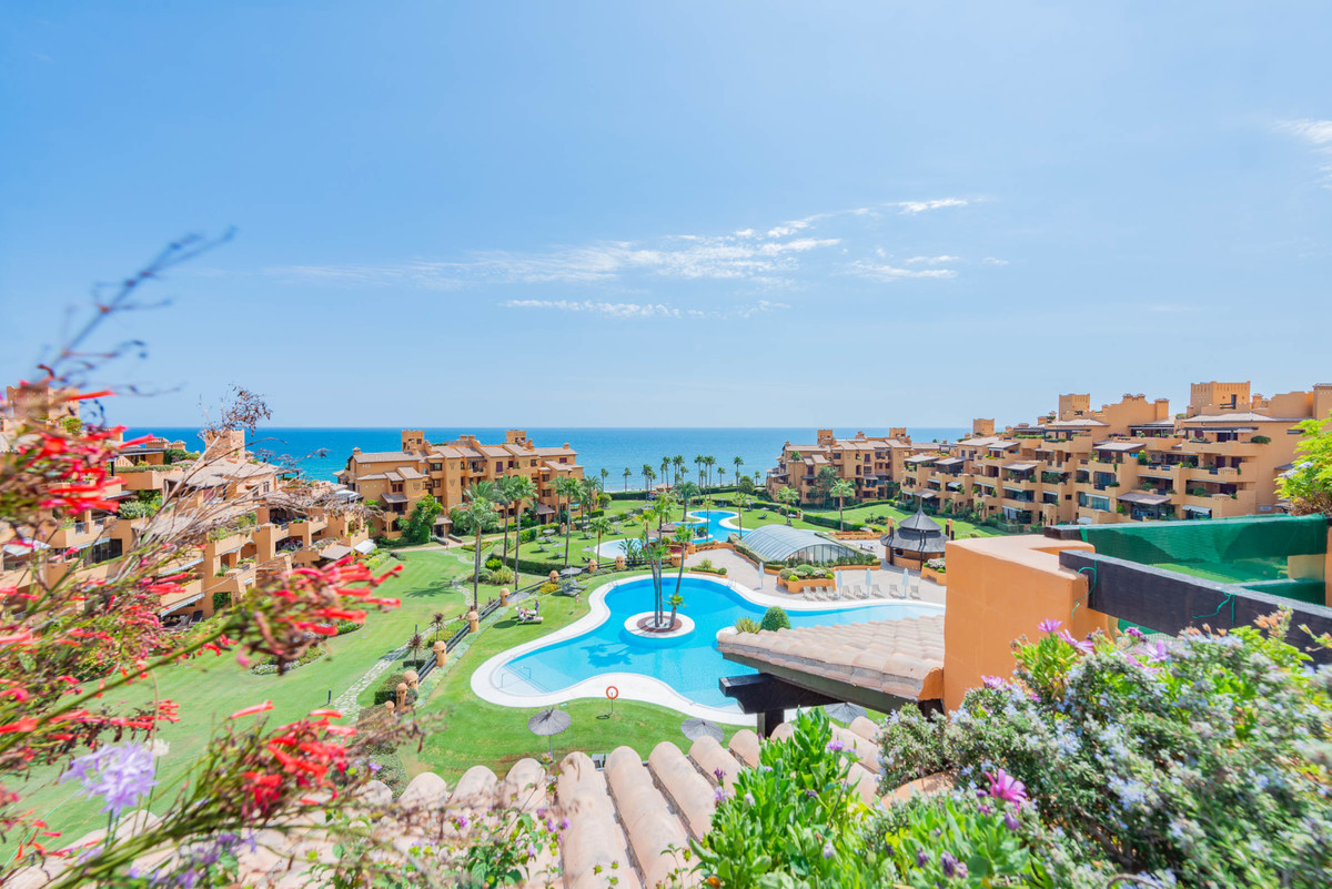 Beachside duplex penthouse for sale (the lift goes directly to the property), in a prestigious urban,Spain