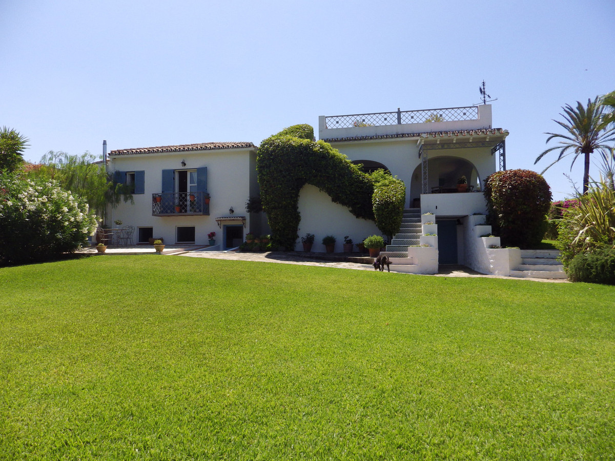 Beautiful bungalow in excellent condition with a large, very private garden(which could allow more b,Spain