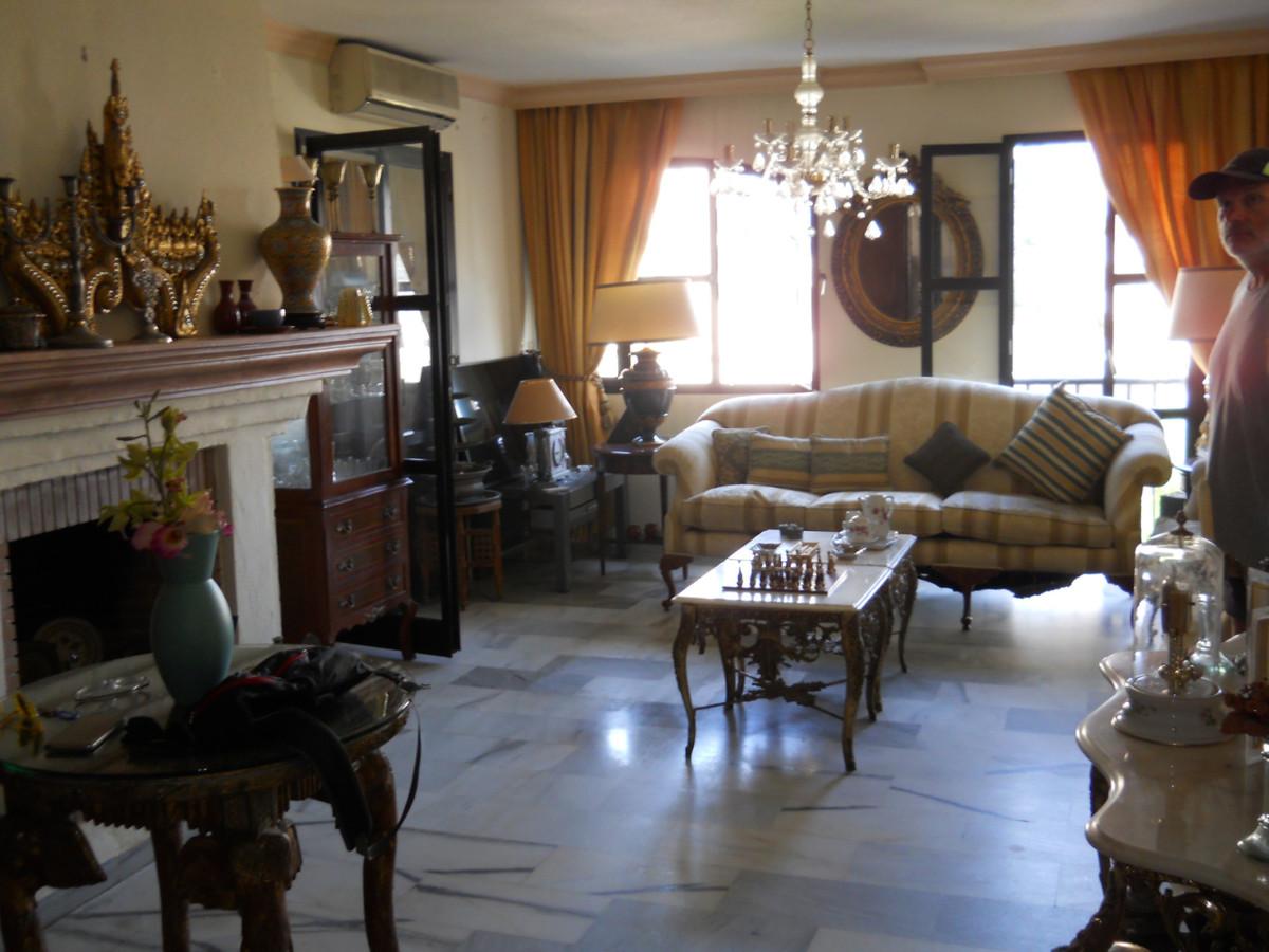Apartamento Planta Media  en venta en  Puerto Banús, Costa del Sol – R3467353