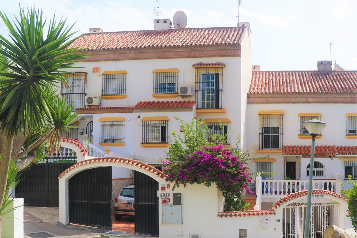 Large townhouse in very good location beside Paloma Park in Benalmadena Costa. All amenities within ,Spain