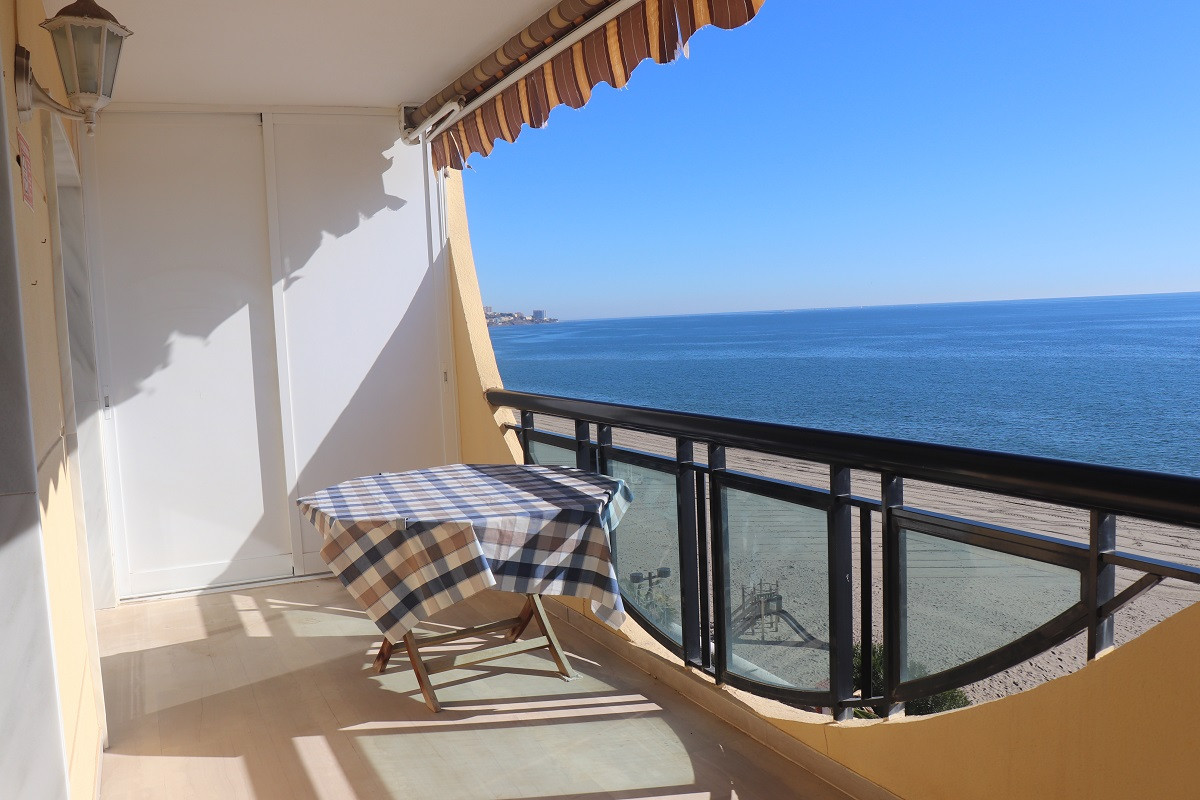 Middle Floor Apartment, Fuengirola, Costa del Sol. 3 Bedrooms, 2 Bathrooms, Built 94 m², Terrace 15 , Spain