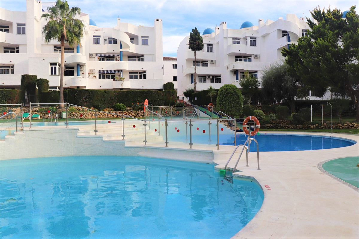 Very close to services in Sitio de Calahonda, a very nice penthouse within a short walking distance ,Spain
