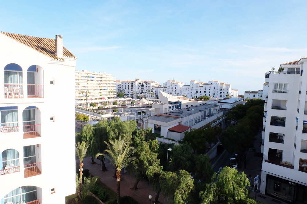 Really good investment to start to make money now! this LAST FLOOR Apartment in the famous PYR Hotel,Spain