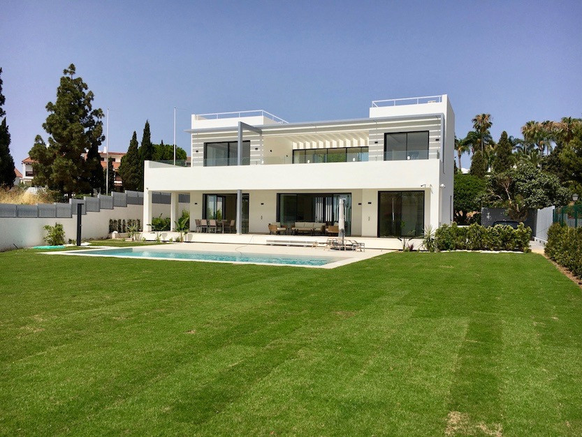 6 Bedroom Villa for sale The Golden Mile