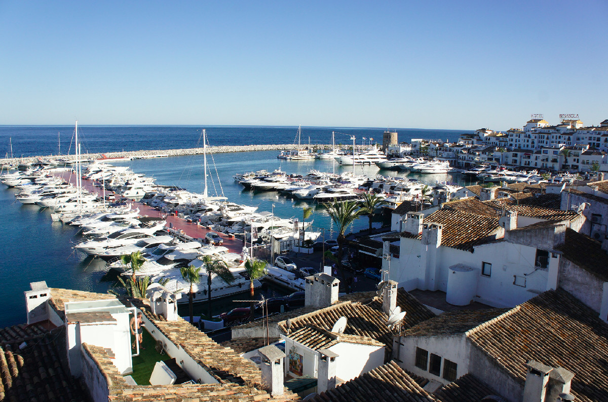 Stunning Duplex Penthouse located in the famous Puerto Banus of Marbella. Nowadays this property is , Spain