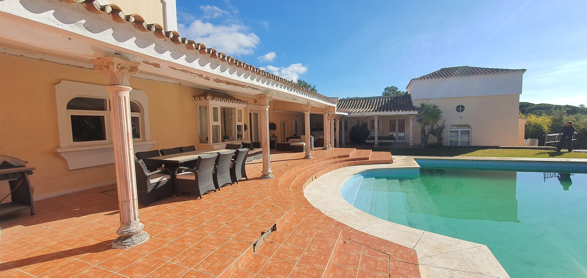 Detached Villa for sale in Hacienda Las Chapas R3781639
