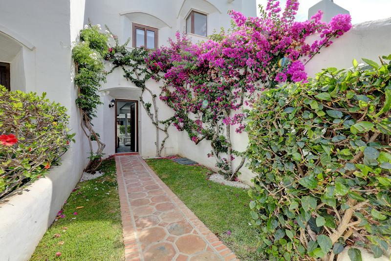 1 Bedroom Semi-Detached House for Rent, Estepona