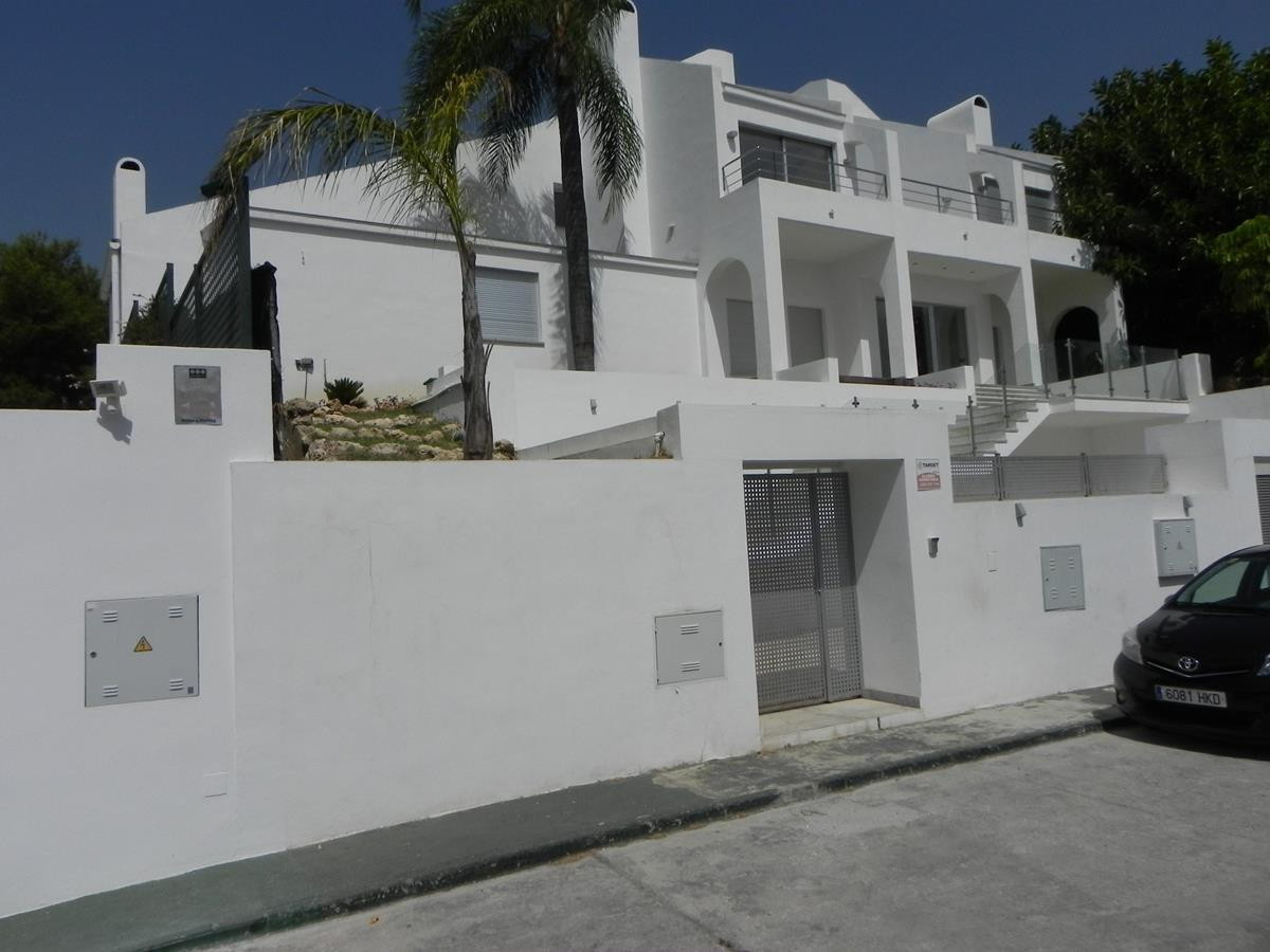 Detached Villa for sale in Aloha R3241219
