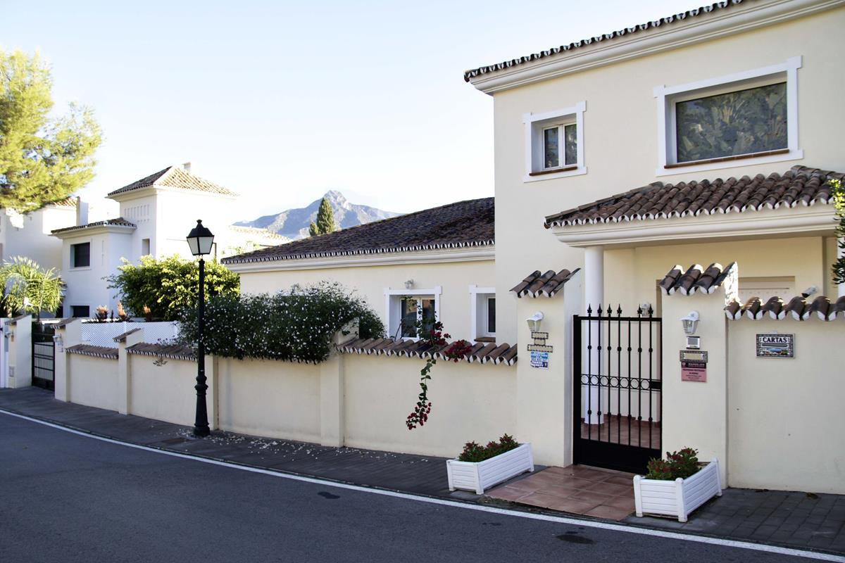 A great opportunity to purchase a villa walking distance to Centro Plaza and Puerto Banus. The prope,Spain