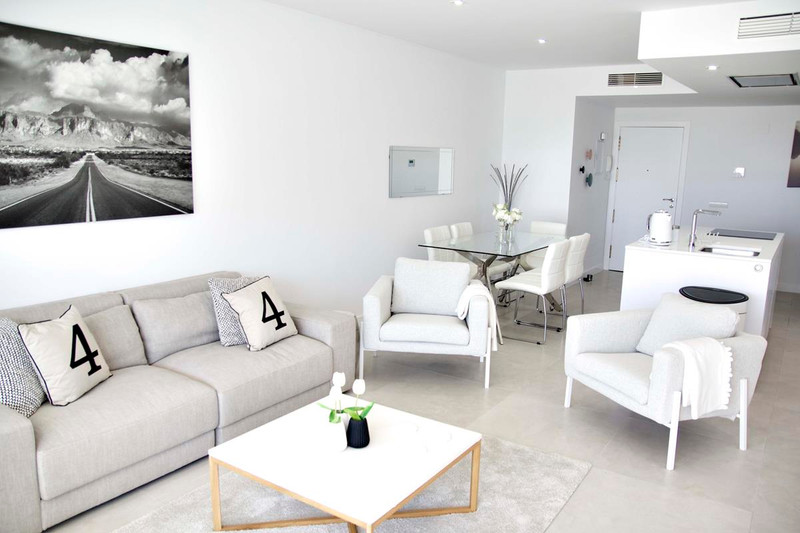 3 Bedroom Middle Floor Apartment for Rent, Nueva Andalucía