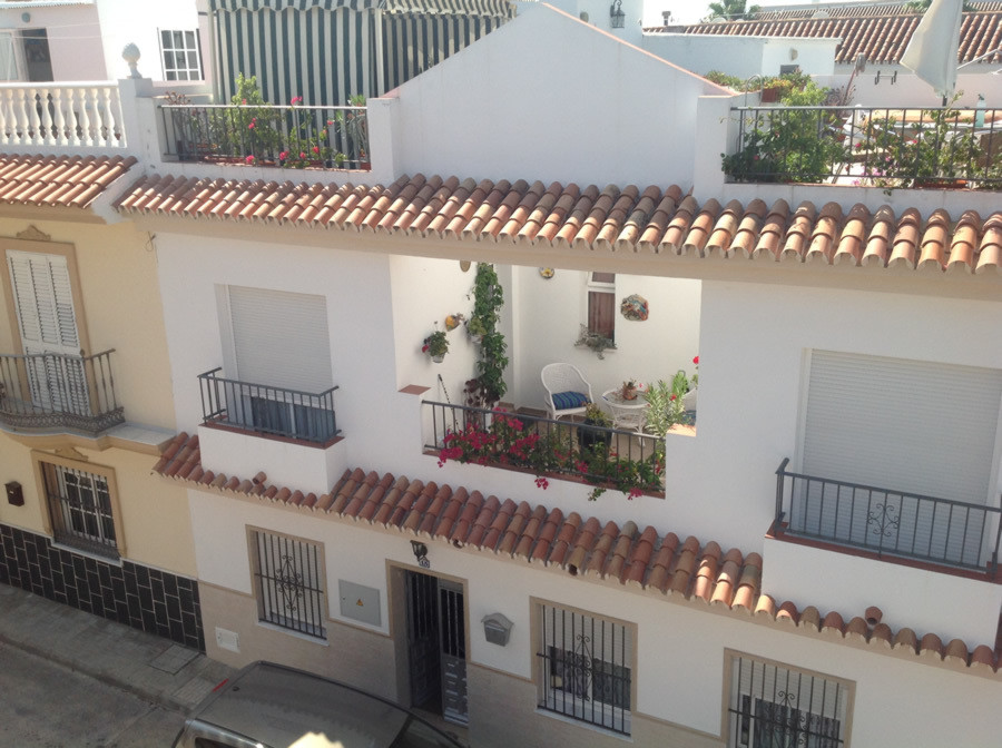 Large townhouse in excellent condition superbly situated in Alhaurin el Grande.  The deceptively lar,Spain