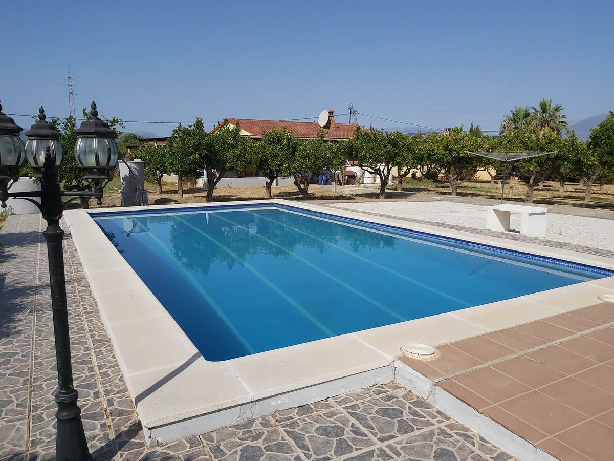 Finca in excellent condition with separate accommodation.  Located on a large flat plot, the main ho,Spain