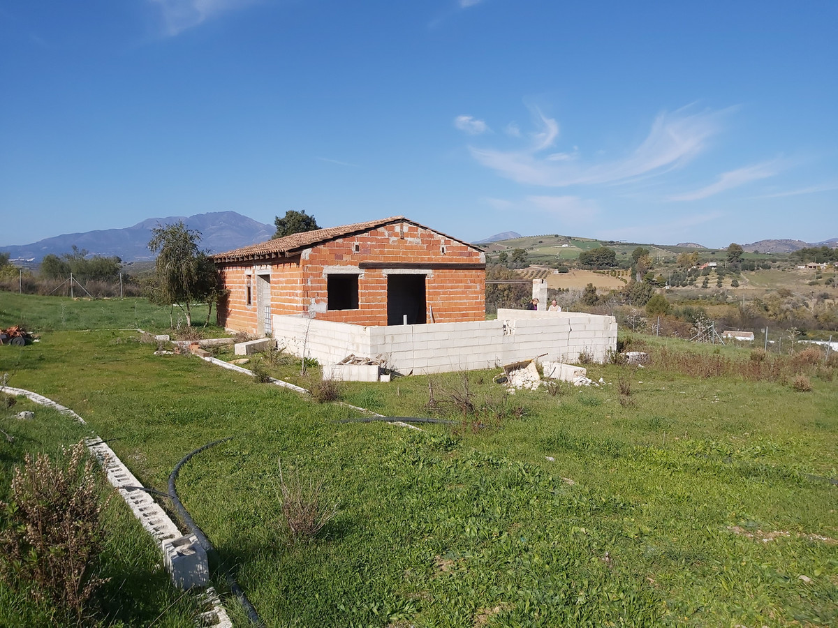 Land with Ruin for sale in Coín