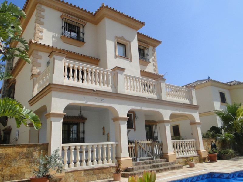 Villa for sale in Coin