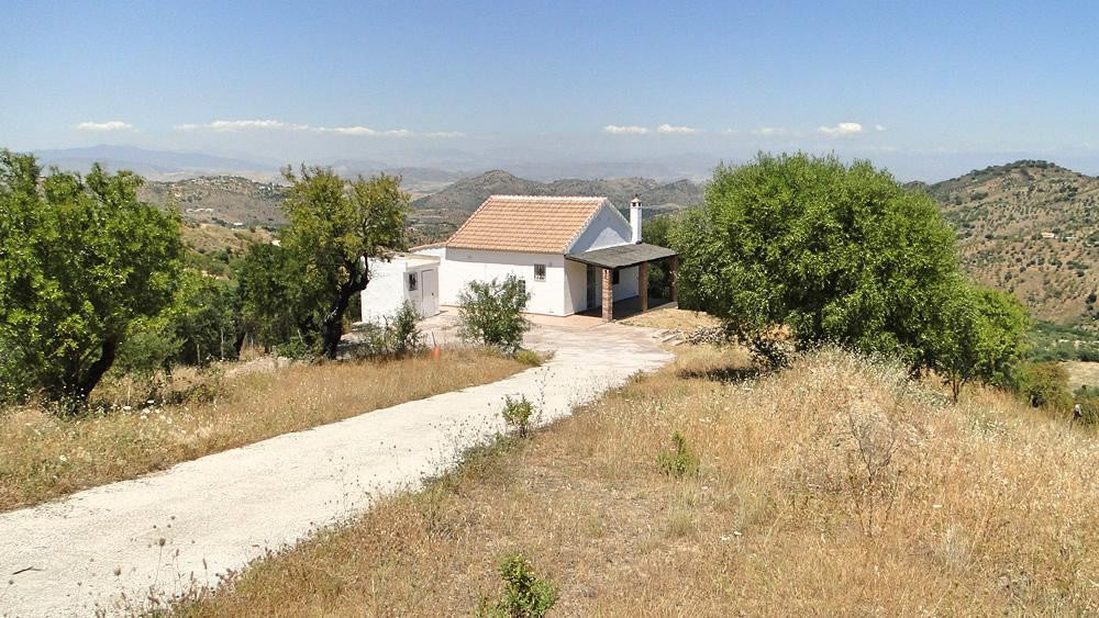Never been lived in finca located on the outskirts of Monda.  The house on 2 levels comprises ground, Spain