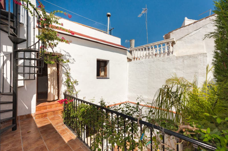 5 Bedroom Townhouse in Coin