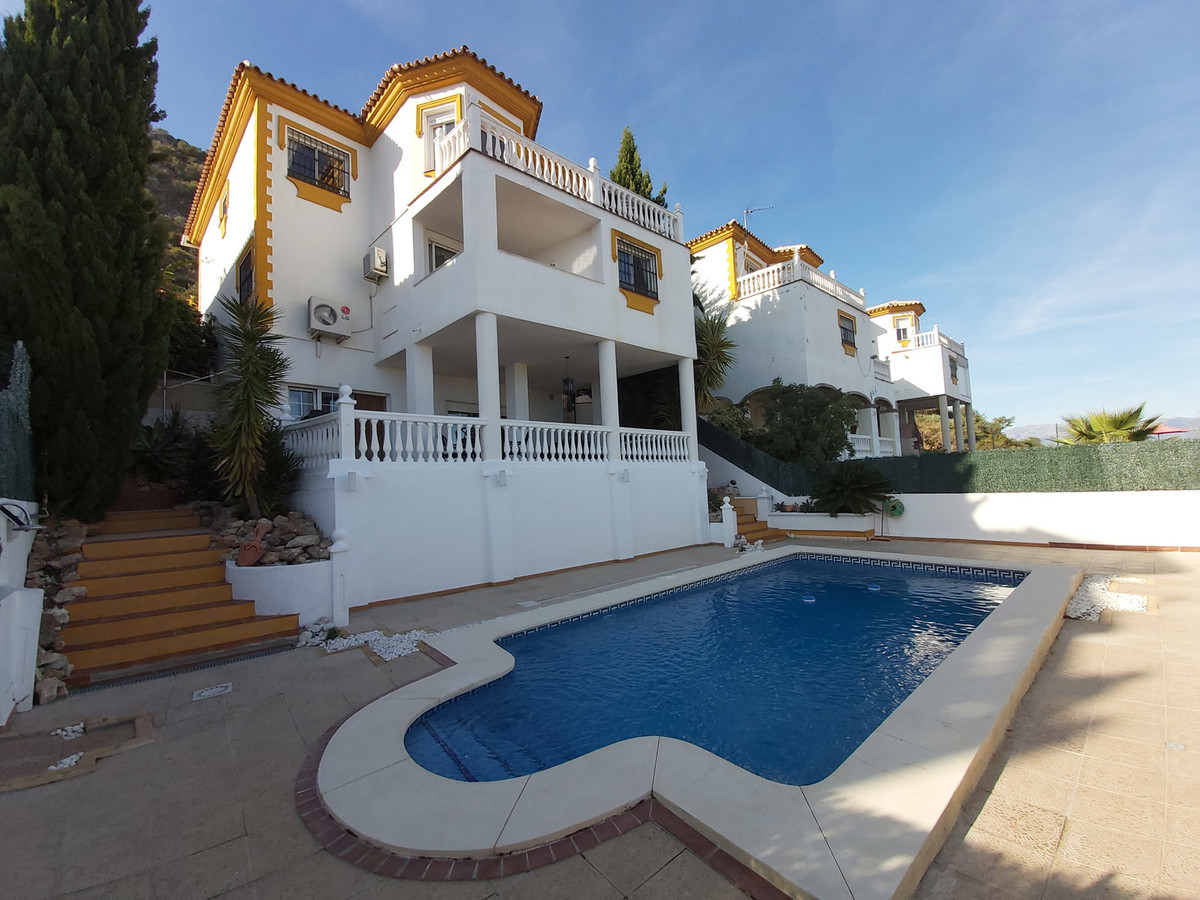 Ref:R3517783 House - Detached Villa For Sale in Coín