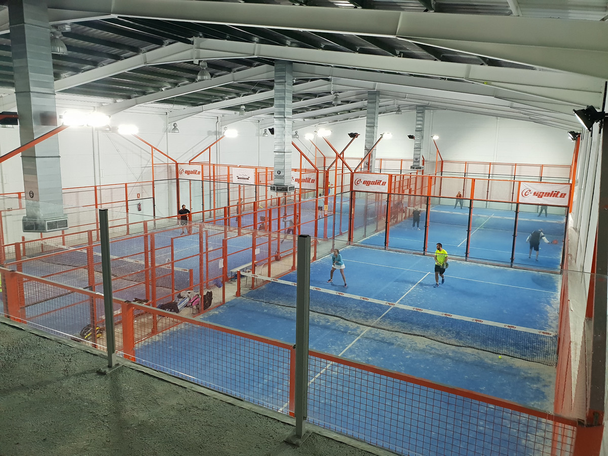 A great leasehold opportunity for a padel or sports enthusiast to take on an ongoing business at a p, Spain