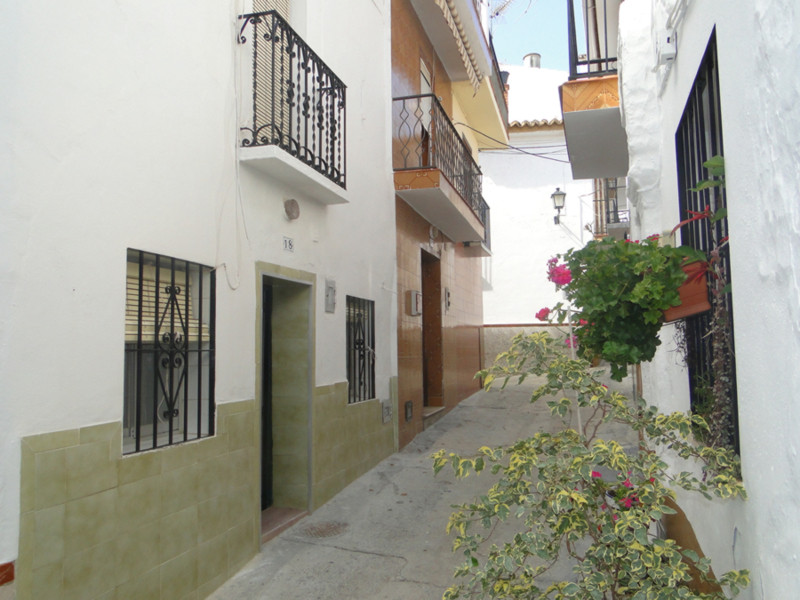 A quaint townhouse situated in the old part of the village.  Comprises lounge/kitchenette on the gro, Spain