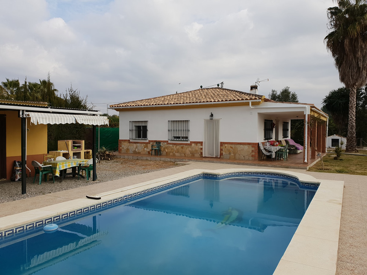 Pretty finca on one level with separate guest accommodation.  Located close to Villafranco, the prop,Spain