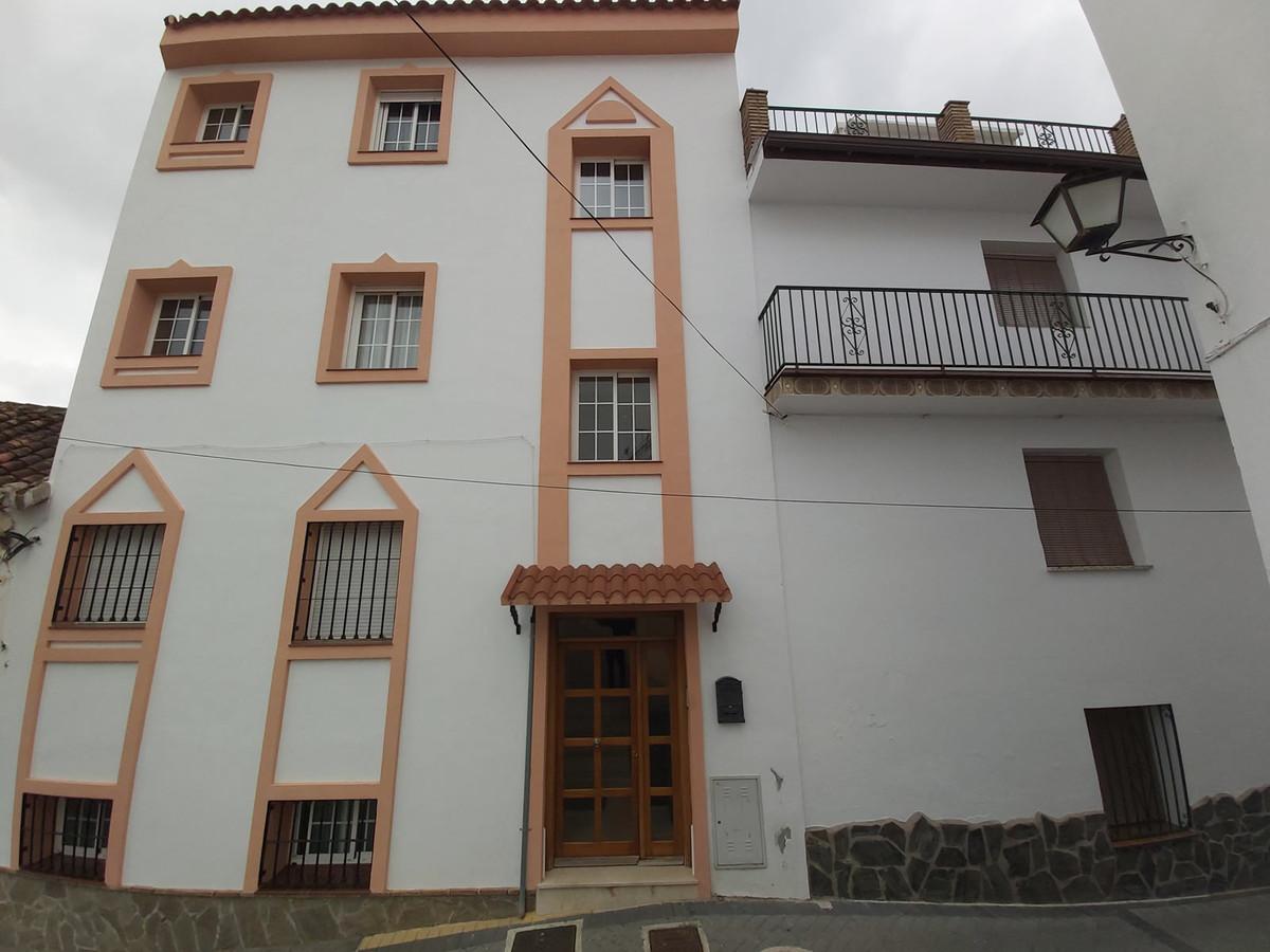 Ground Floor Apartment in Monda